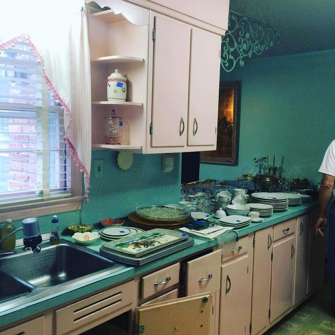 Is This The Most Meemaw Kitchen You've Seen Lately? Pink